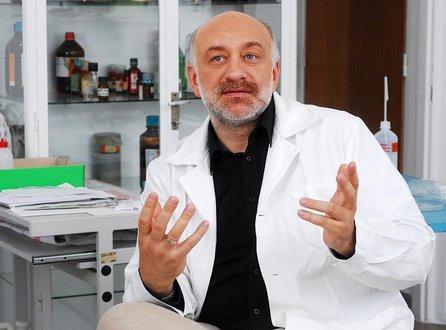 Szabó László hatóanyag szakértő flavin7